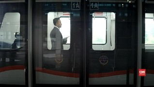 VIDEO: Penumpang Nikmati Layanan Skytrain Bandara