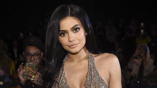 Ibunda Bela Kylie Jenner soal Status Miliarder Termuda