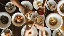 Makan Bersama Bisa Bantu Kurangi Porsi Makan