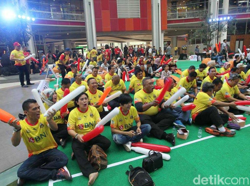 Sekitar 200 orang pendukung dari kedua klub hadir dalam acara nonton bareng tersebut. (dok. BNI)