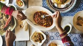VIDEO: Hukum Menyediakan Makanan Bagi yang Tidak Berpuasa