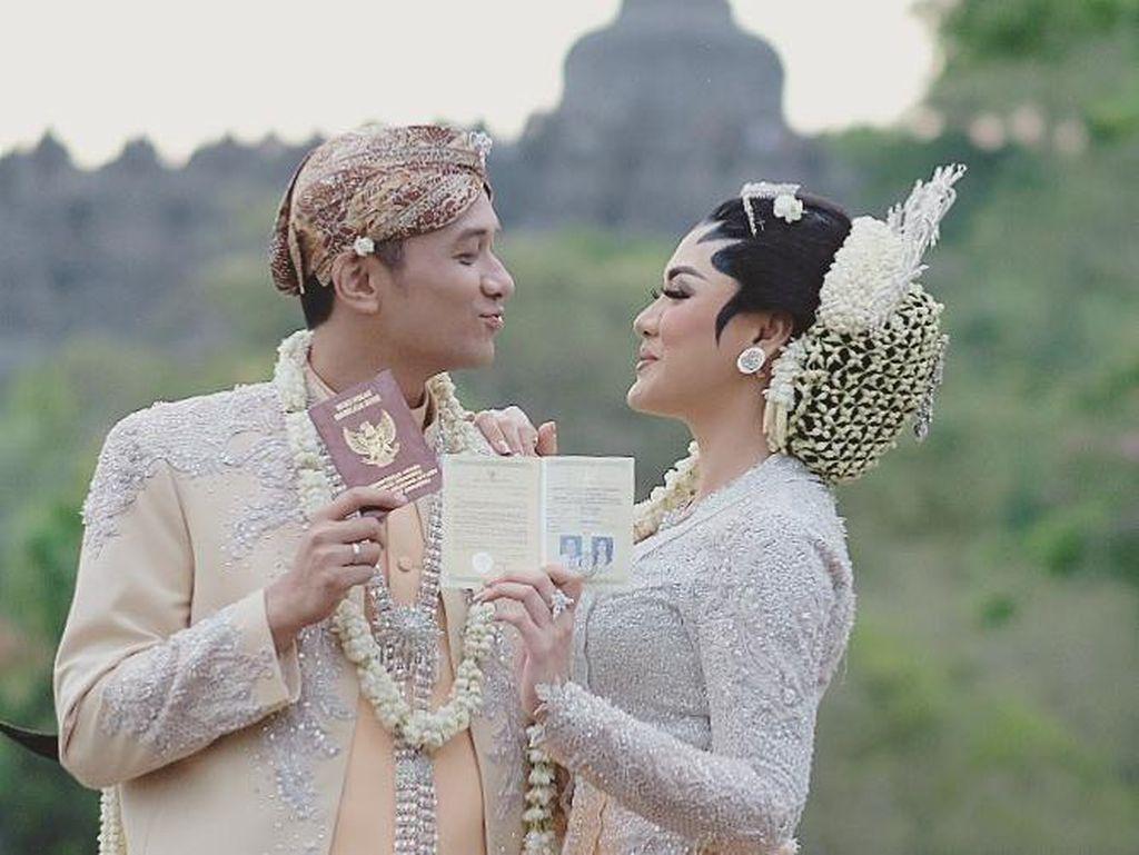 10 Foto Indahnya Pernikahan Vicky Shu dengan Latar Belakang Candi Borobudur