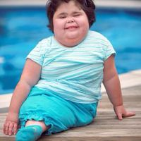 Tahun 2009, gadis kecil yang terlahir dengan sindrom putri duyung atau disebut juga Sirenomelia, Shiloh, meninggal dalam usia 10 tahun. Ia tercatat sebagai anak dengan sindrom putri duyung yang dapat bertahan cukup lama. Foto: Instagram
