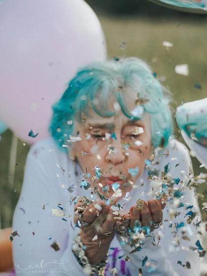 Rayakan Ultah ke-98, Nenek Gaul Ini Buat Foto Kekinian