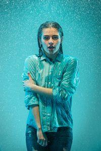 Selalu bersiap-siap adalah kunci utama. Ketika musim hujan seperti ini, kamu harus selalu sedia baju ganti untuk berjaga-jaga kehujanan di tengah perjalanan. Foto: ilustrasi/thinkstock