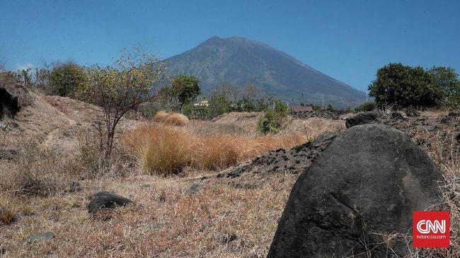 Status Gunung Agung Diturunkan Jadi Siaga