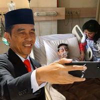 Frame swafoto dengan Presiden Joko Widodo sempat populer di facebook. Nah ada netizen yang iseng menggunakannya sehingga seolah-olah Jokowi sedang berfoto dengan Setnov yang sakit. (Foto: facebook/Yoshua Marchiano)
