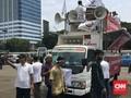 Ikut Aksi 299, Mobil Komando Alumni 212 Tiba di Gedung DPR
