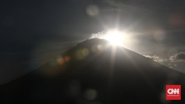 Gubernur Bali Tetapkan Status Darurat Pengungsi Gunung Agung