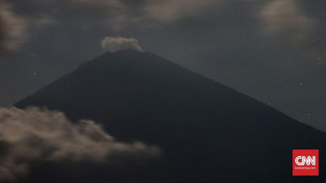Aktivitas Gempa Vulkanik Gunung Agung Menurun