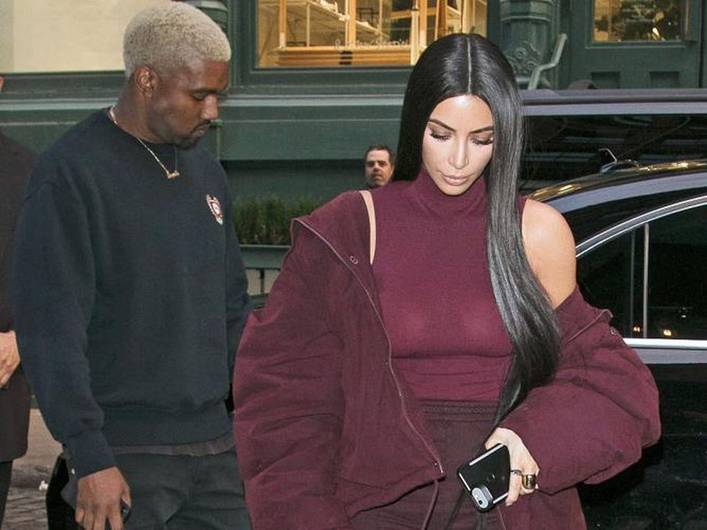 Foto: 10 Inspirasi Gaya Klan Kardashian untuk Kencan di Malam Minggu