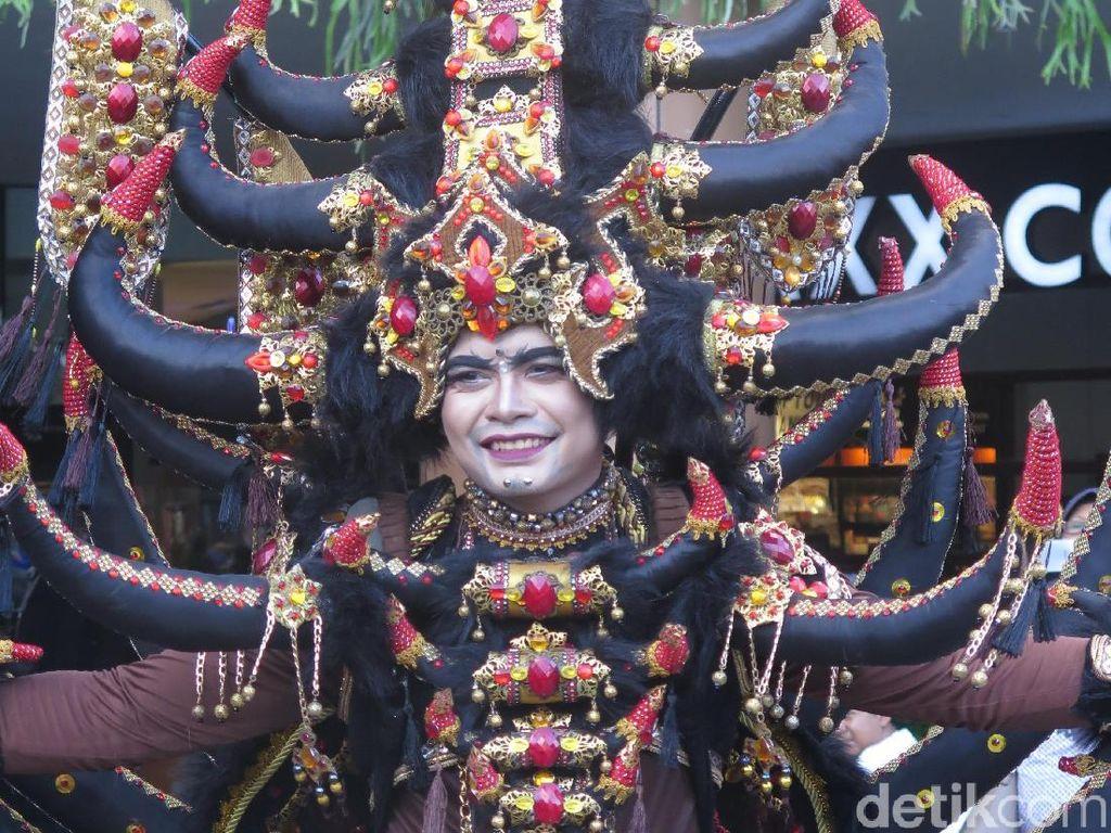 Kostum-kostum Megah Jember Fashion Carnaval yang Beratnya Mencapai 28 Kg