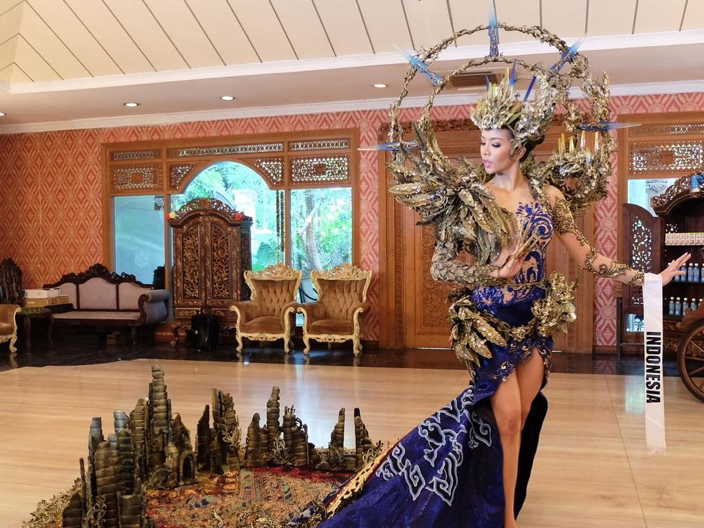 Foto: Megahnya Kostum Wakil Indonesia Dea Rizkita di Miss Grand International