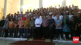 Jokowi Dorong Pelaku Industri Cicip Kopi Papua