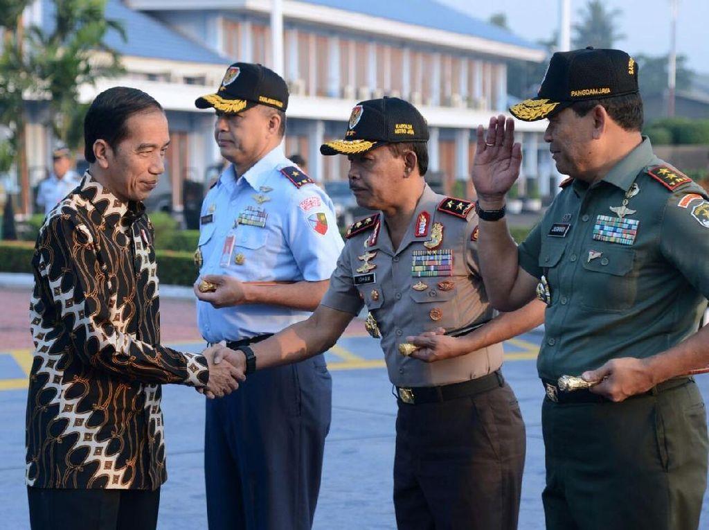 Foto: Mengenal Makna 10 Motif Batik dari Gaya Busana Jokowi