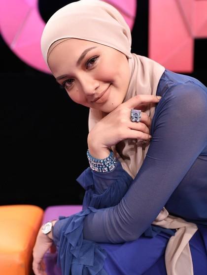 Aktris Malaysia Ini Jadi Brand Ambassador Berhijab Pertama Lancome