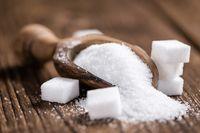Bahan makanan yang harus dihindari adalah gula pasir, karena bisa mempercepat proses penuaan dengan cara mengikat dan melemahkan kolagen di kulit, sehingga menyebabkan keriput dini dan kulit kendur. Foto: Thinkstock