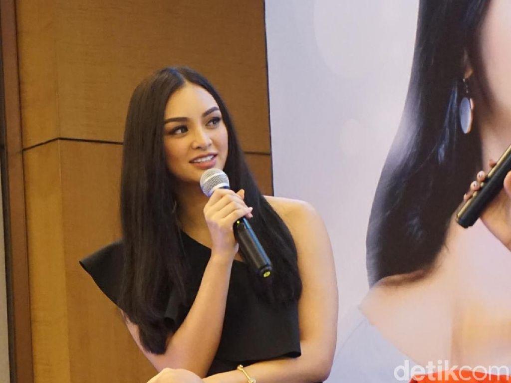 Foto: Cantiknya Miss International 2016 Kylie Verzosa Saat Tiba di Jakarta