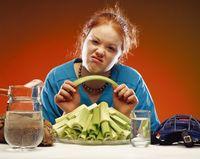 Diet adalah salah satu cara ampuh untuk melunturkan lemak-lemak di perut. Tapi tidak menyadari bahwa makanan yang dipilih malah menjadi sumber lemak di tubuh, atau diet yang dilakukan tidak tepat. Hal ini bukannya membuat perut menjadi rata, tetapi malah sebaliknya. (Foto: Thinkstock)