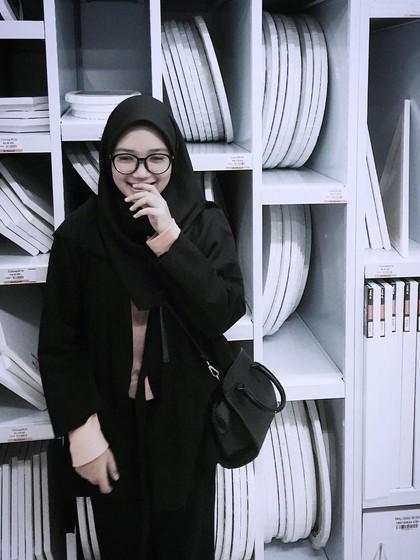 Mengenal Revin Chairani, Hijabers Imut Bandung yang Jago Main Skateboard