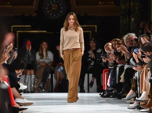Stella McCartney Sulap Sampah Jadi Busana Modis di Paris Fashion Week
