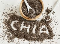 Bagi penggemar biji-bijian, chia dan flax seed masih bisa masuk diet harian. Tapi hati-hati, jika net karbo dari flax masih tergolong rendah (1,6 gram net karbo/porsi 100 gram), chia masih lebih tinggi di angka 6,5 gram net karbo per 100 gramnya. (Foto: Thinkstock)