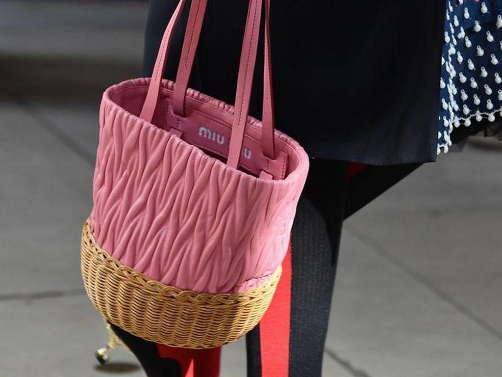 Must Have: Tas Rotan yang Kini Banyak Dipakai Artis dan Influencer Fashion