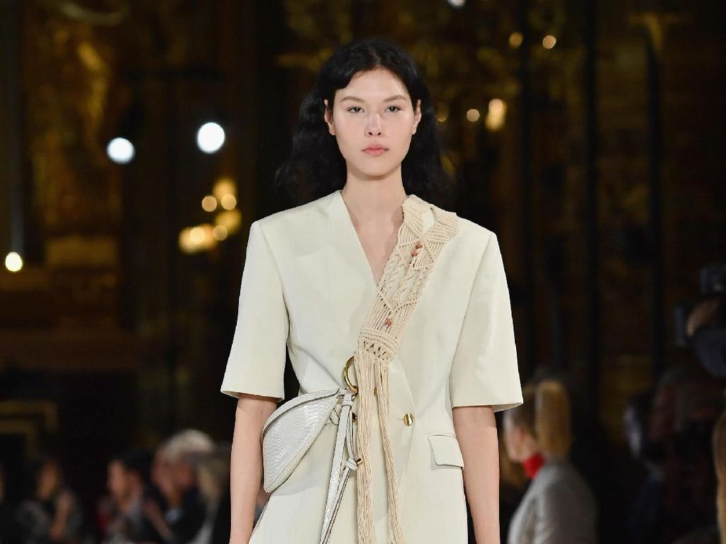 Foto: 20 Koleksi Terbaru Stella McCartney di Paris Fashion Week