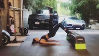 Beberapa kali juga terlihat aktivitas fisik lain yang bertujuan untuk membentuk otot perutnya. (Foto: Instagram @shaninashaik)