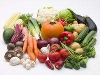 Sayuran yang aman dikonsumsi kala diet ketogenik adalah yang memiliki karbohidrat bersih yang rendah. Yang masuk kategori tersebut adalah asparagus, paprika, bayam, tomat, atau zucchini karena masih berada di angka 1-2,7 gram net karbo per 100 gram nya. (Foto: Thinkstock)