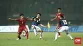 Timnas Indonesia menghadapi Kamboja dalam laga persahabatan di Stadion Patriot Candrabhaga, Bekasi, Rabu (4/10). (CNN Indonesia/Adhi Wicaksono)