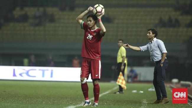 Rasa penasaran Luis Milla untuk melihat Timnas Indonesia mencetak gol akhirnya terbayar di laga lawan Kamboja kali ini. (CNN Indonesia/Adhi Wicaksono)