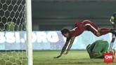 Luis Milla memanfaatkan laga lawan Kamboja untuk melihat kemampuan pemain-pemain Timnas Indonesia. Rotasi pun dilakukan Milla termasuk dengan memasukkan Irfan Bachdim di babak kedua. (CNN Indonesia/Adhi Wicaksono.