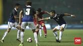 Kamboja sendiri juga cukup memberikan perlawanan. Mereka mampu mencetak gol balasan untuk memperkecil kedudukan di menit ke-48 lewat gol Chan Vantaka. (CNN Indonesia/Adhi Wicaksono)
