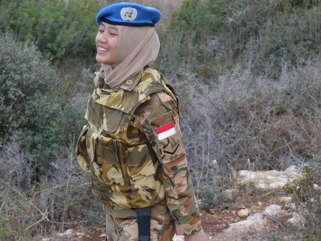 Foto: Ismi Arum, TNI Berhijab Imut Pasukan Perdamaian PBB di Lebanon