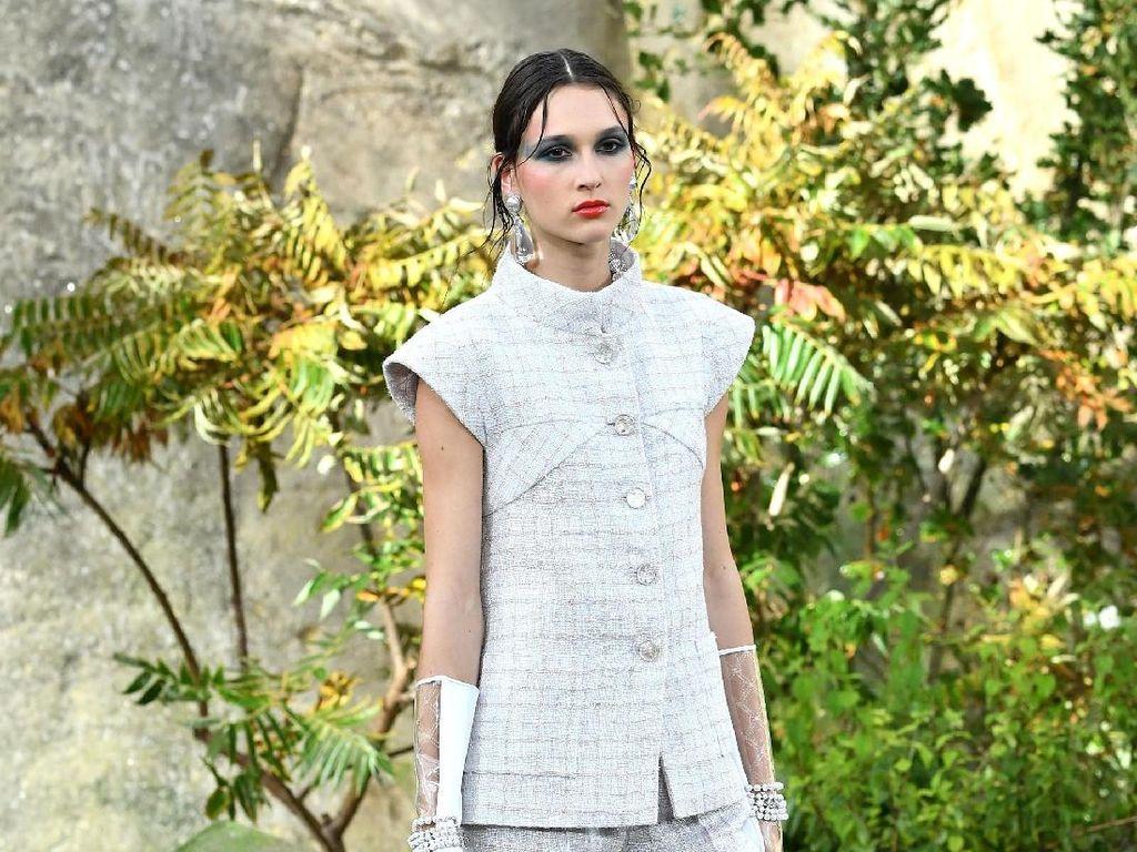 Foto: 25 Koleksi Busana Terbaru Chanel di Paris Fashion Week