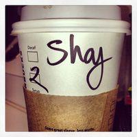 Aktris dari film series 'Pretty Little Liars' Shay Mitchell sangat menyukai kopi untuk membuatnya lebih bersemangat. Seperti diketahui, kandungan kafein pada kopi memang bisa membuat seseorang jauh dari rasa kantuk. (Foto: Instagram @shaymitchell)
