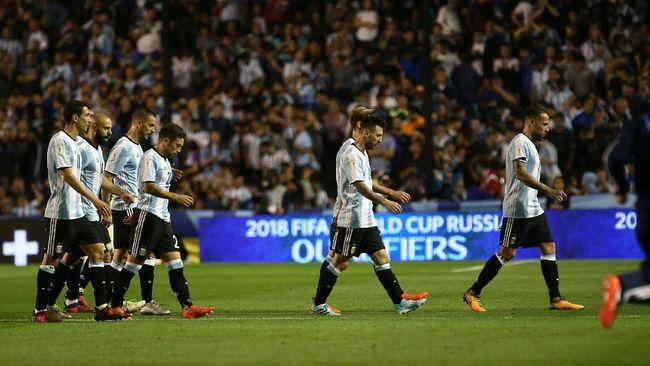 pelatih argentina tak mau ada konflik messi dybala
