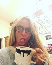 Aroma kopi yang menenangkan juga salah satu mengapa banyak orang yang memilih bergabung dengan tim kopi. Bahkan Britney Spears sampai membuat parfum dengan aroma es kopi karena kecintaannya pada minuman yang satu ini. (Foto: @britneyspears)