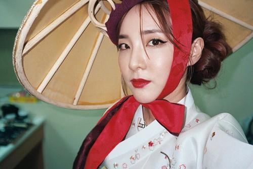 Artis Korea Jadi Kontroversi karena Pakai Baju Ini di Hari Libur Nasional