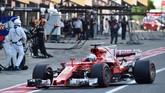 Lap pertama belum berakhir, musibah bagi Sebastian Vettel terjadi mobil Ferrari yang dikendarainya mengalami kerusakan mesin. (REUTERS/Kazuhiro Nogi/Pool)