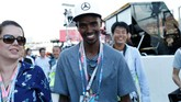 Mo Farah yang merupakan sahabat Lewis Hamilton juga turut hadir di Sirkuit Suzuka untuk mendukung langsung pebalap 32 tahun tersebut. (REUTERS/Toru Hanai)