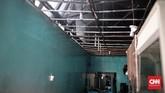 Pemandangan salah satu tempat makan yang menjadi sasaran si jago merah di Jalan Sabang, Jakarta Pusat, Minggu (8/10). Kebakaran api tersebut menghanguskan empat toko. (CNN Indonesia/Andry Novelino).