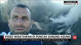 VIDEO: Wisatawan Selfie di Kawah Gunung Agung