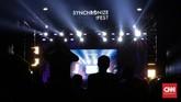 Pesta musik bercita rasa lokal yang dirayakan di Kemayoran, Jakarta selama tiga hari berturut-turut, telah berakhir. Synchronize Fest 2017 mencapai puncaknya pada Minggu (8/10). (CNN Indonesia/ Hesti Rika)