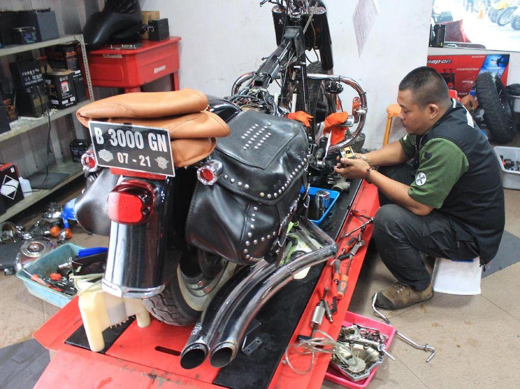 Merawat harley-Davidson rupanya hal itu tidak sepenuhnya sulit, karena bagi Workshop Manager Baikers Garage, Agung Setiyano, saat dikunjungi detikOto, di Fatmawati, untuk bisa merawat Harley-Davidson itu tidaklah sulit. Foto: Khairul Imam Ghozali