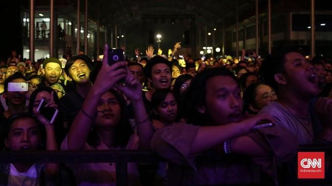 Gelaran itu ditutup dengan musik-musik era '90-an yang populer dari Slank, Glenn Fredly, Diskopantera dan musisi-musisi lainnya. (CNN Indonesia/ Hesti Rika)