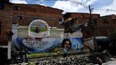 Kota Medellin di Kolombia terkenal dengan sejarah geng pengedar narkobanya. Dari serial 'Narcos' bisa dibayangkan aksi kekerasan yang dilakukan oleh kelompok Pablo Escobar dan kawan-kawannya setiap hari.