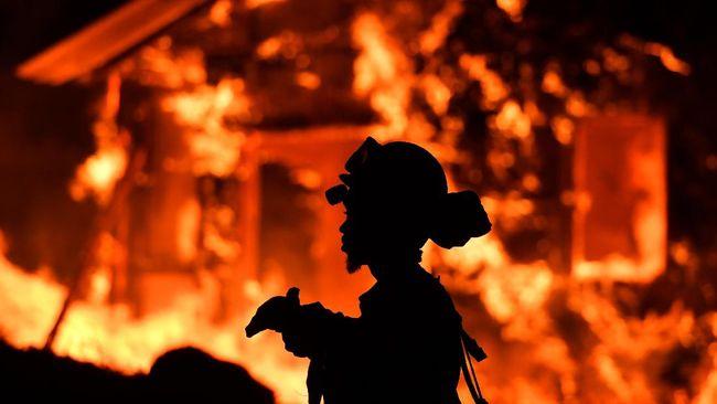 Kebakaran Hutan di California, 10 Orang Tewas