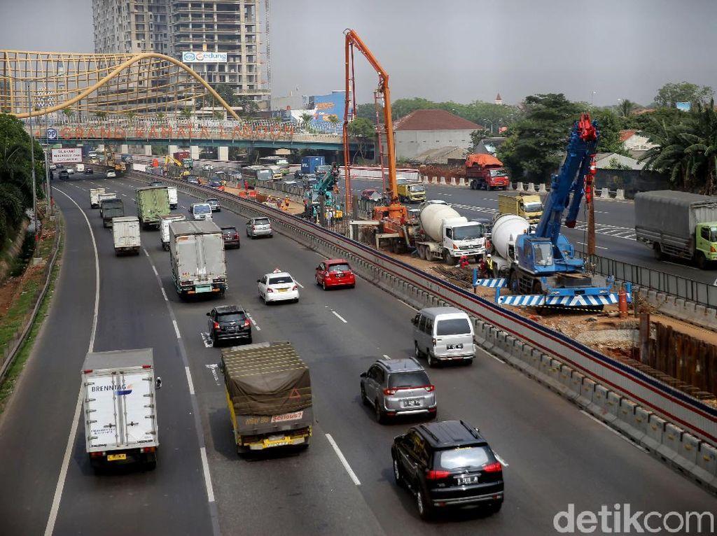 Proyek pembangunan jalan tol Jakarta-Cikampek Elevated memasuki pengerjaan konstruksi.